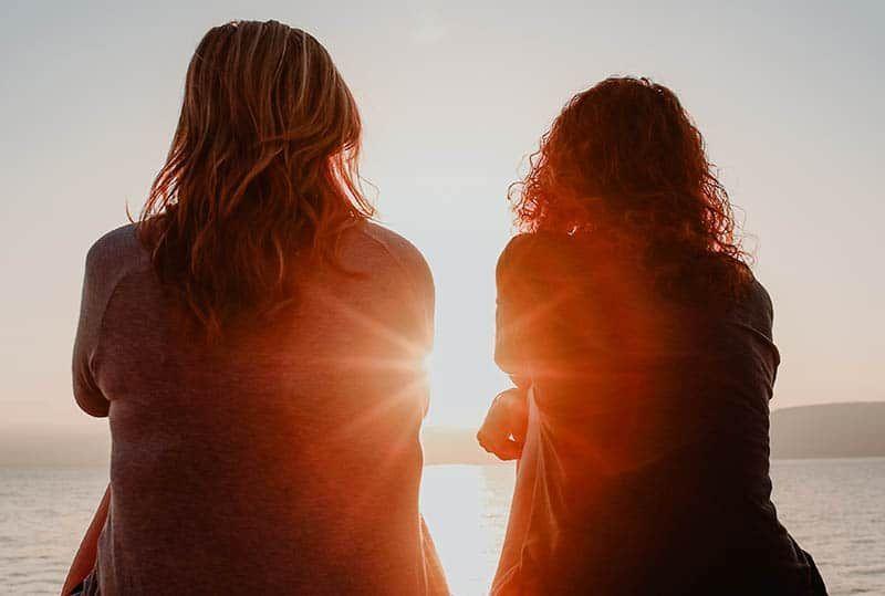 Ini 9 Cara Membantu Sahabat Move On Pasca Putus Cinta