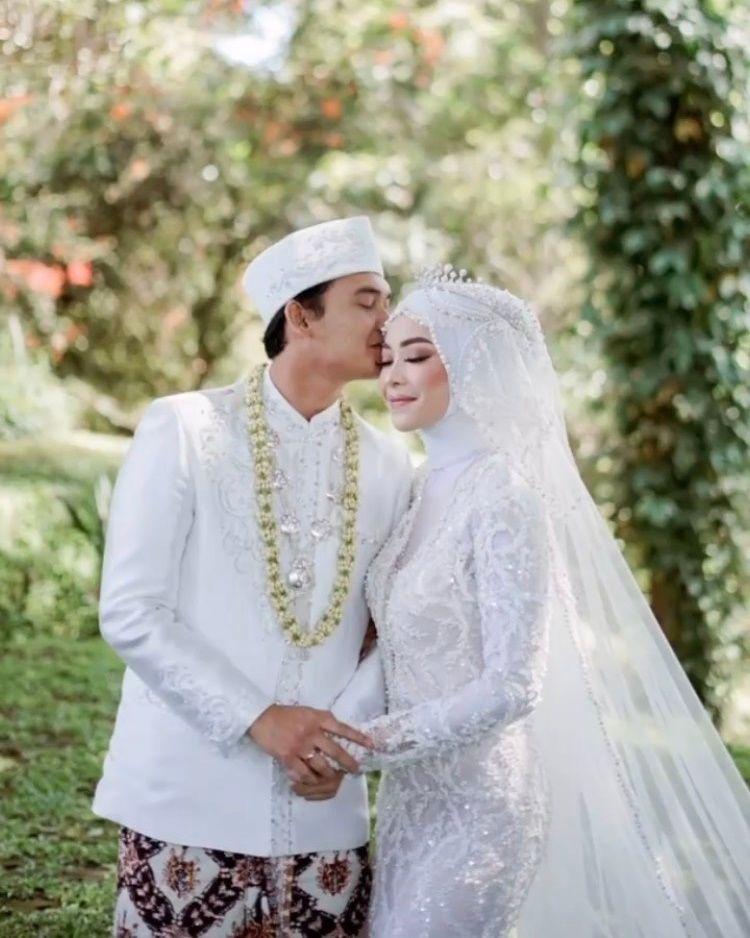 Ta'aruf, Ini 10 Foto Pernikahan Ikbal Fauzi Pesinetron 'Ikatan Cinta'
