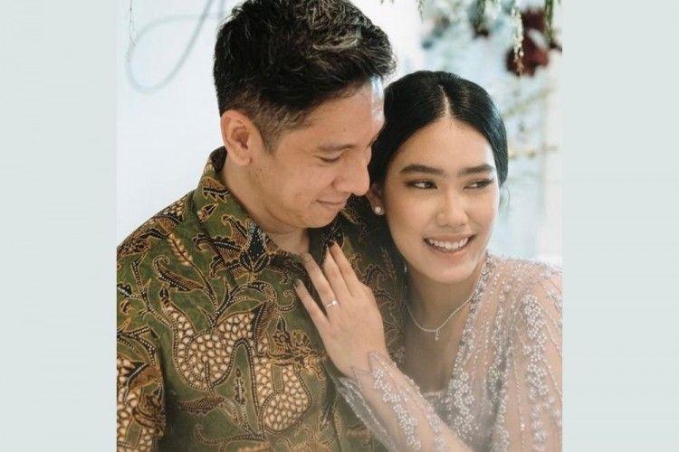 Siap Menikah, Intip 8 Momen Lamaran Alika Islamadina & Raja Siregar