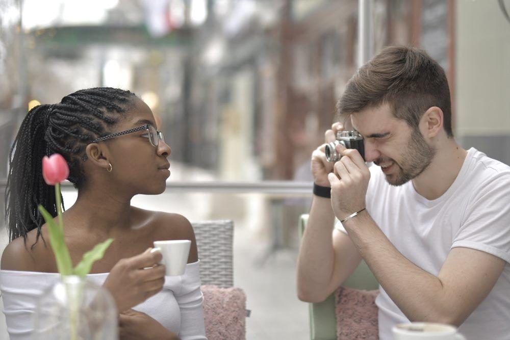 Pasangan Bahagia Nggak Akan Lakukan 5 Hal Ini di Media Sosial