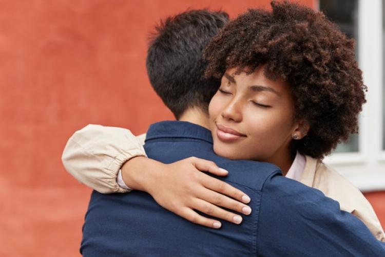 Pasangan Sedang Stres? Katakan 10 Kalimat Penyemangat Ini