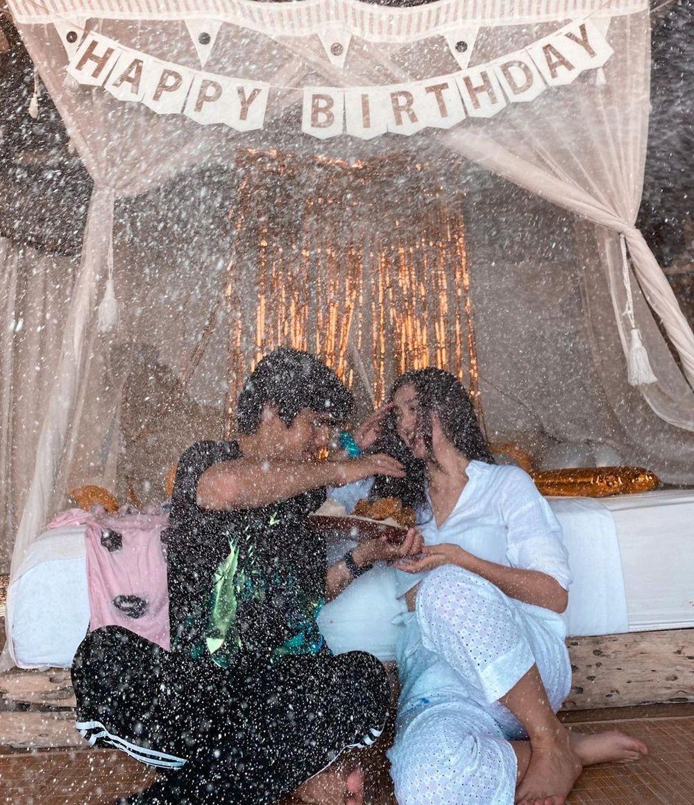 Setahun Jadian, Intip 9 Gaya Pacaran Ranty Maria dan Rayn Wijaya