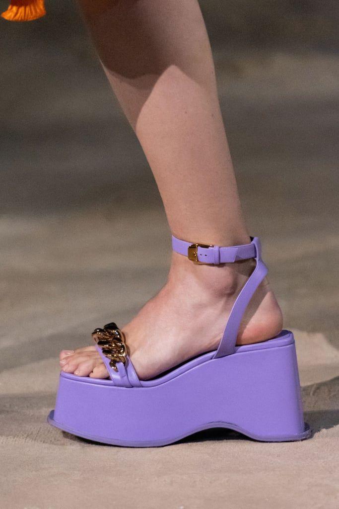 7 Jenis Sepatu dan Sandal yang Jadi Tren di Tahun 2021