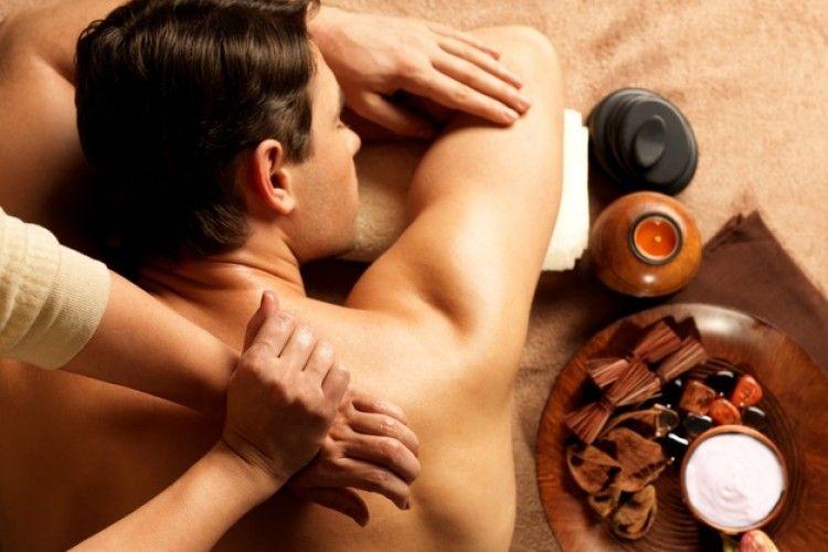 7 Tips Berikan Pijatan Panas untuk Pasangan