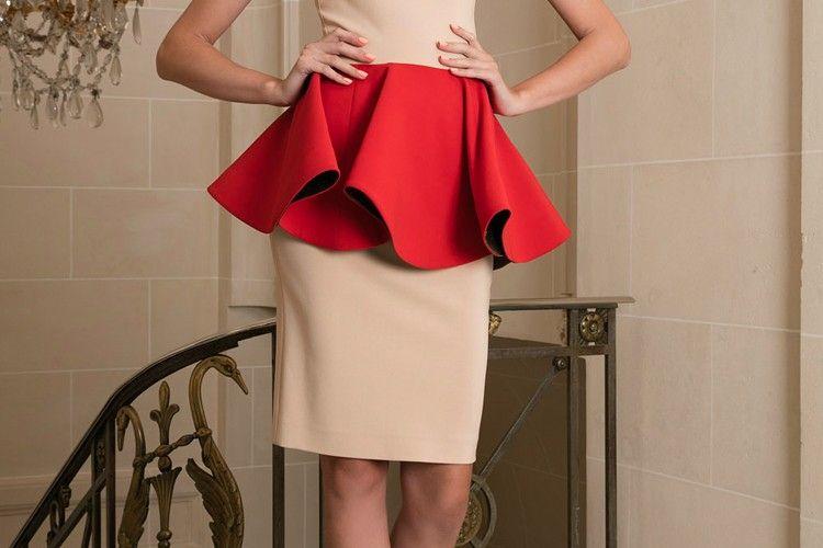 Lebih Feminin, Ini 5 Cara Elegan Pakai Rok Peplum