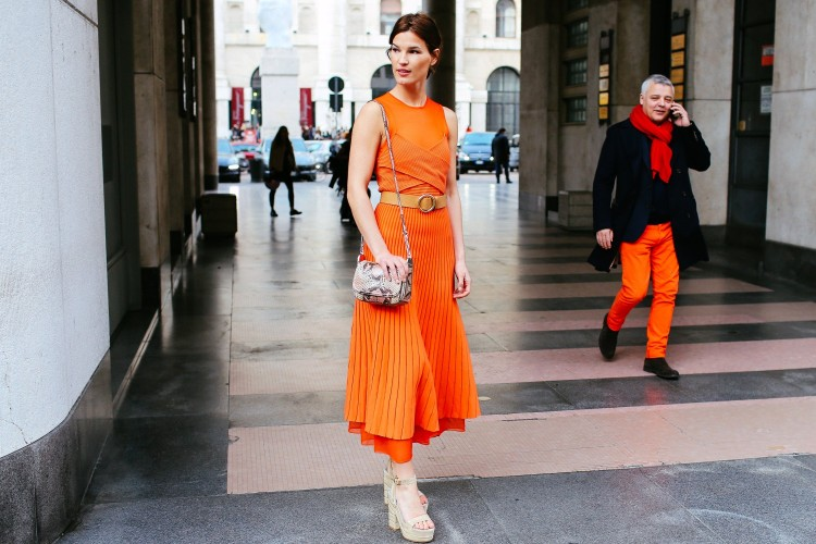 7 Inspirasi Warna Dress Polos yang Bisa Kamu Tiru