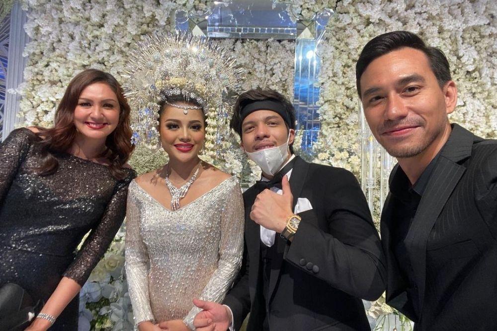 Potret Kece Tamu Undangan di Pernikahan Aurel dan Atta