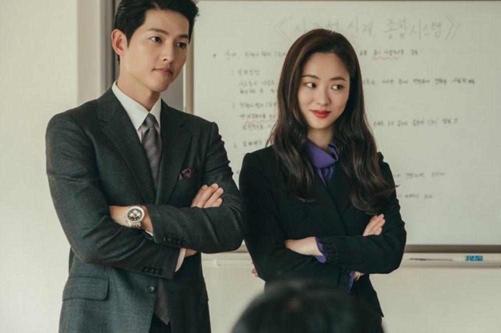 Ciuman Pertama Vincenzo, 9 Potret Chemistry Song Joong Ki-Jeon Yeo Bin