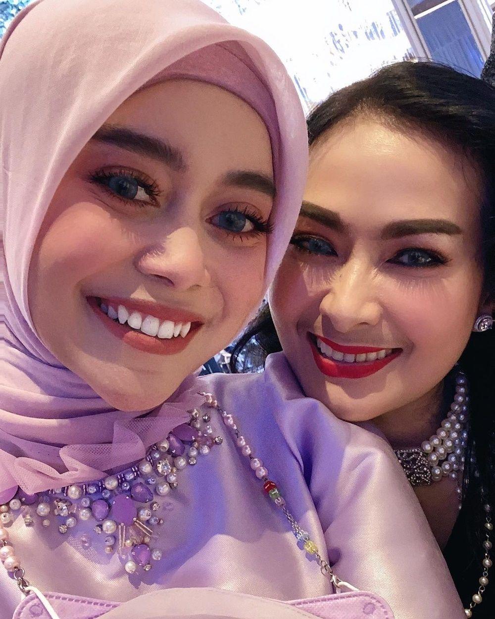 Serasi! 9 Momen Mesra Lesty dan Rizky Billar di Pernikahan Atta-Aurel