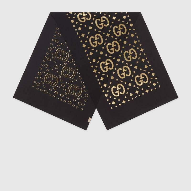 #PopbelaOOTD: Lengkapi Gaya Pakaianmu dengan Scarf Keren yang Kekinian
