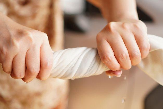 Cara Merawat Dress dengan Detail Payet Supaya Lebih Awet