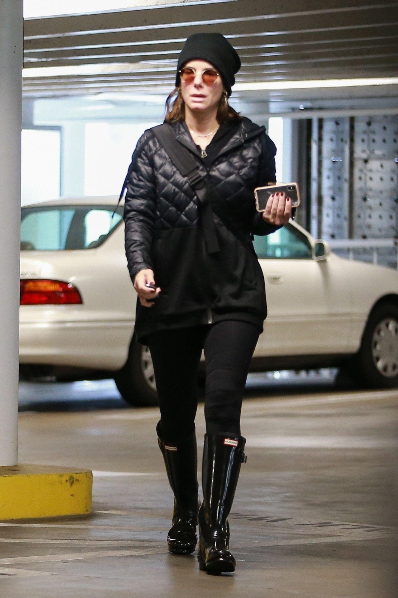 Umur 56 Tahun, Simak OOTD Awet Muda Sandra Bullock