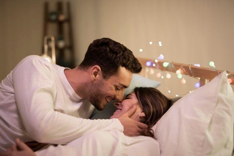7 Cara Mengetahui Suami Puas atau Tidak Saat Bercinta denganmu