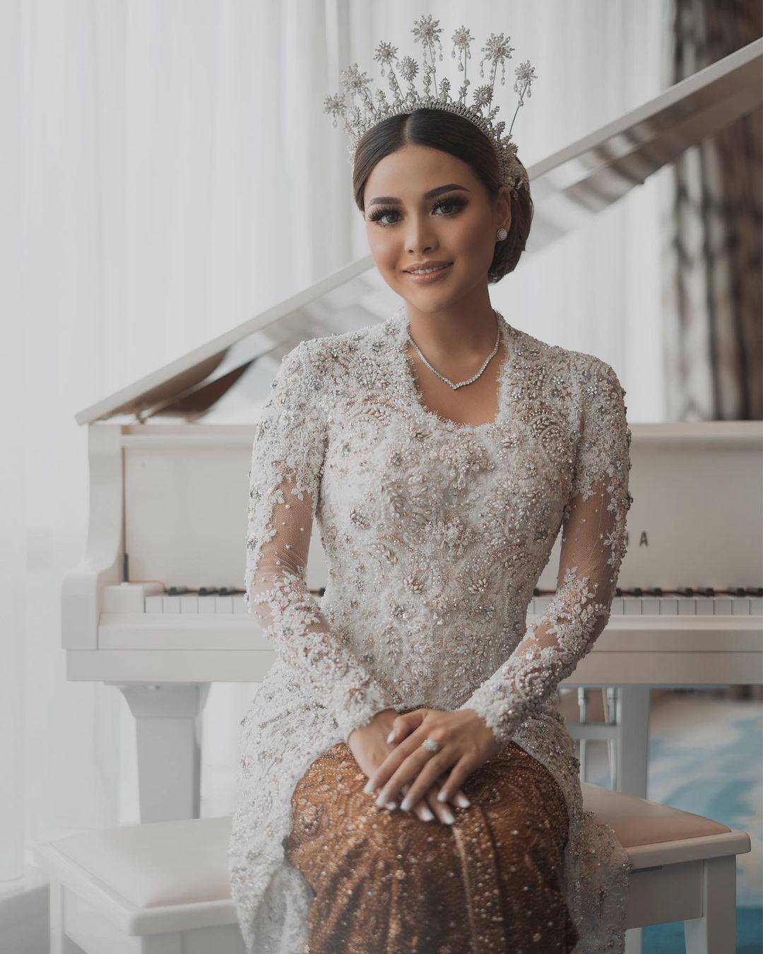 Bocoran Harga Outfit Aurel Hermansyah dari Prewed sampai Menikah