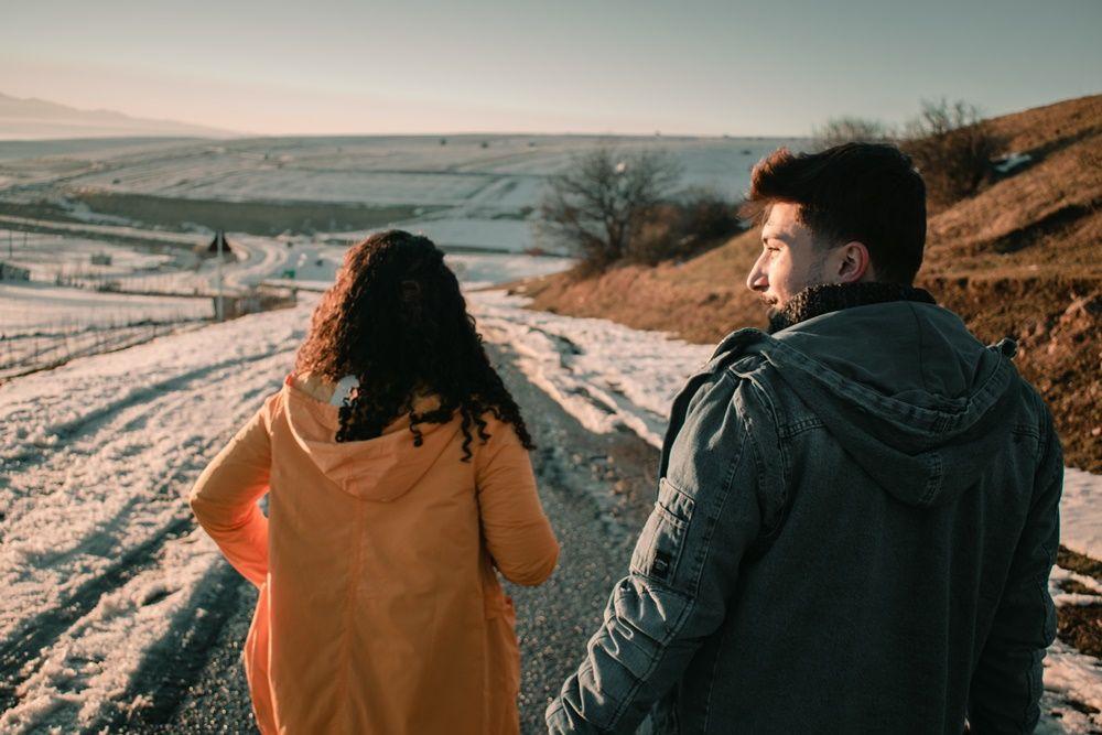 6 Tanda Kamu Mencintai Orang yang Salah, Yakin Mau Lanjut?