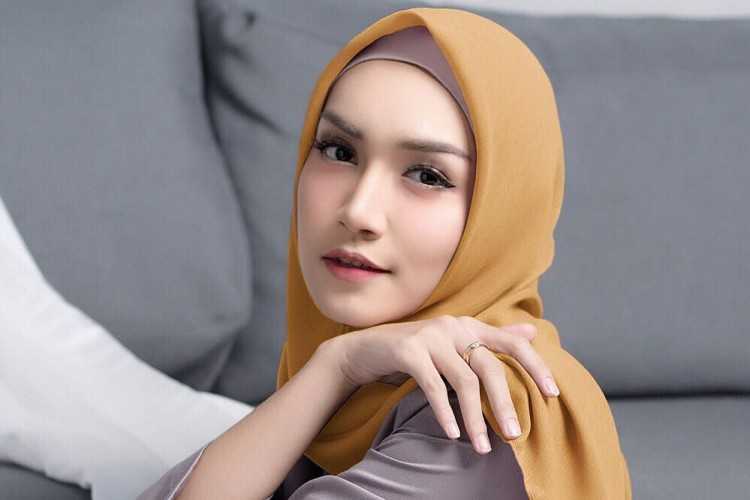 Makin Awet, Ini 5 Tips Merawat Hijab Cornskin yang Benar