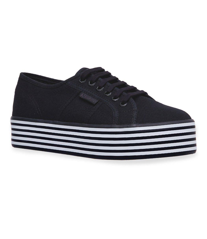 #PopbelaOOTD: Tampil Standout saat Weekend dengan Sneakers Nyentrik