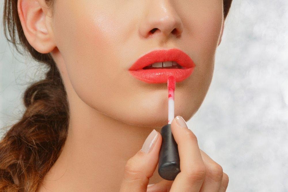 Cara Ampuh Mengatasi Bibir Kering Saat Puasa, Mudah Banget!