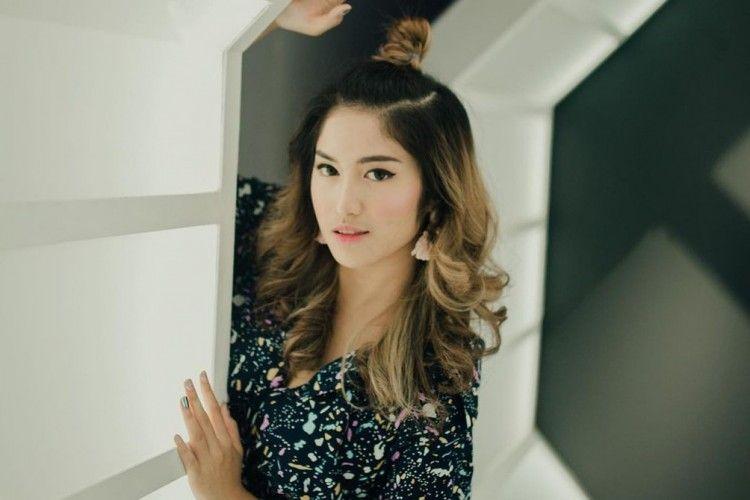 Intip Gaya Ochi Rosdiana, Eks JKT48 yang Baru Dilamar Kekasih