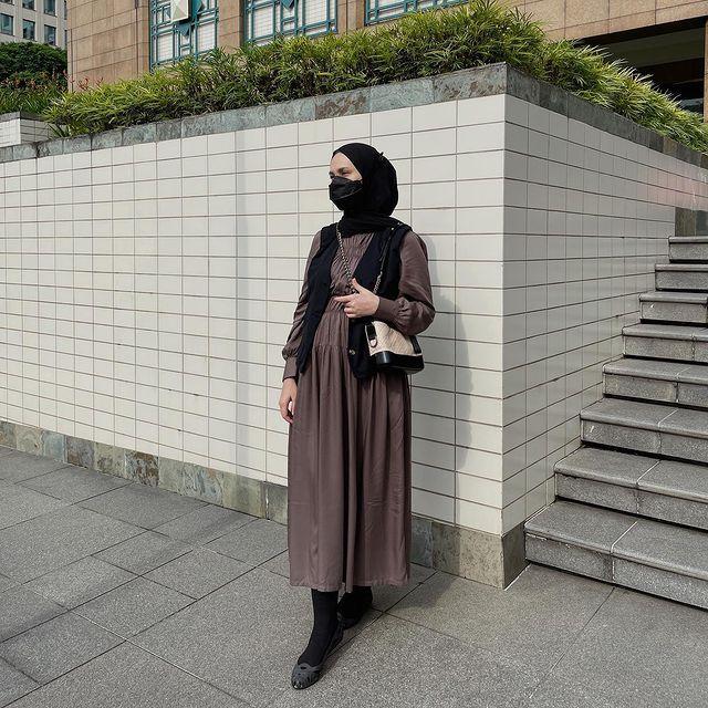 Inspirasi OOTD Hijab Street Style a La Selebgram Indonesia