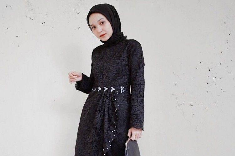 Tips Padu-padan OOTD Hijab ke Pesta dengan Kebaya Hitam
