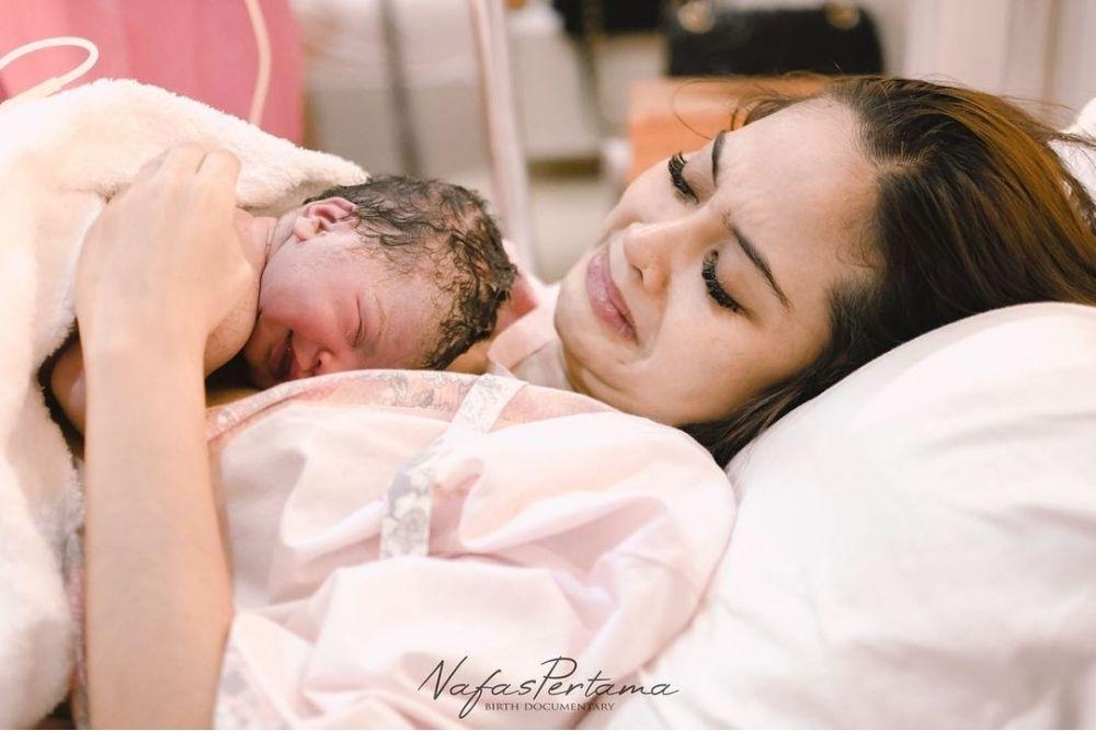 Baru Saja Melahirkan Anak Ke-2, BeginiPotret Terbaru Tiwi eks T2