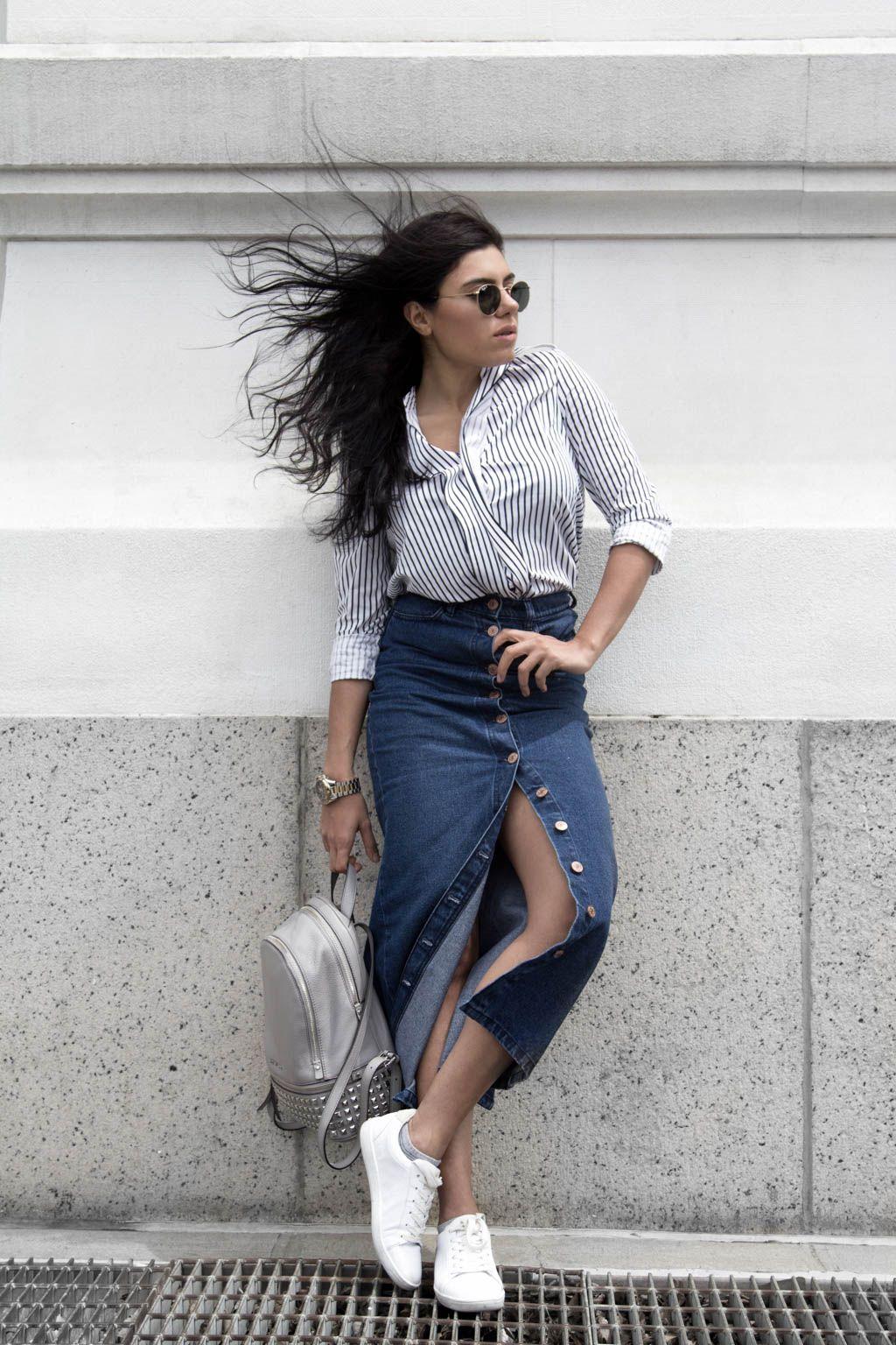Mix N Match Baju Garis-garis dan Rok Jeans