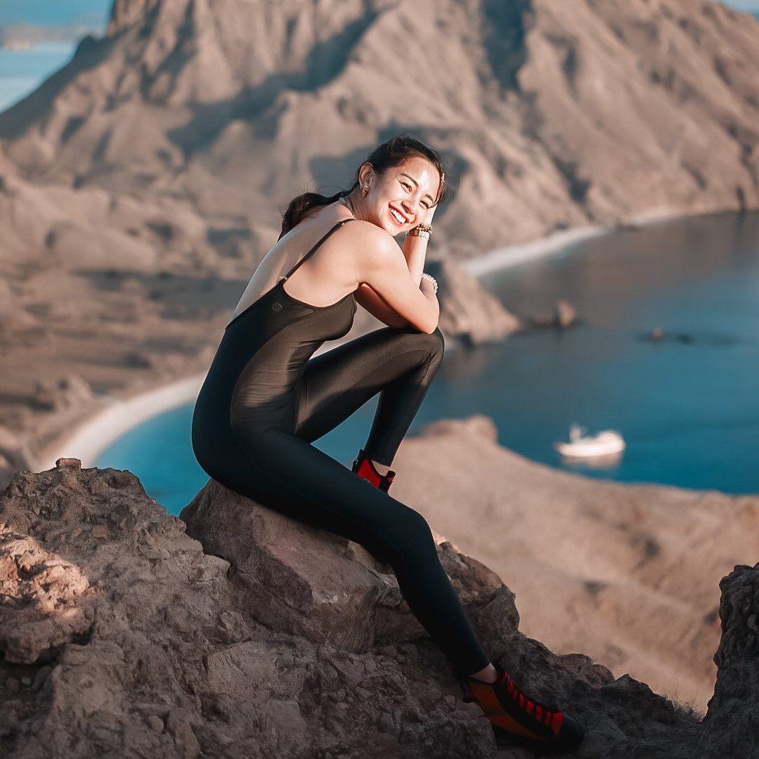 Selalu Tampil Bugar, Begini 7 Potret Body Goals a la Kirana Larasati