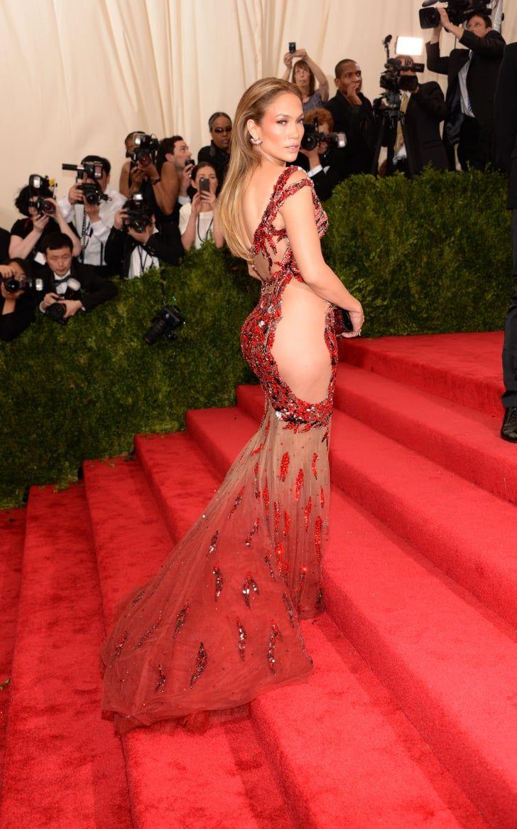 Gaya Seksi Artis dalam Balutan Dress Merah, Makin Sensual!