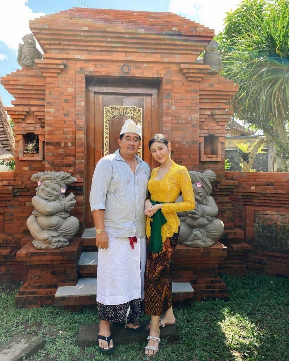 Sambut Hari Raya Galungan, Begini Gaya Elegan Artis Pakai Kebaya Bali