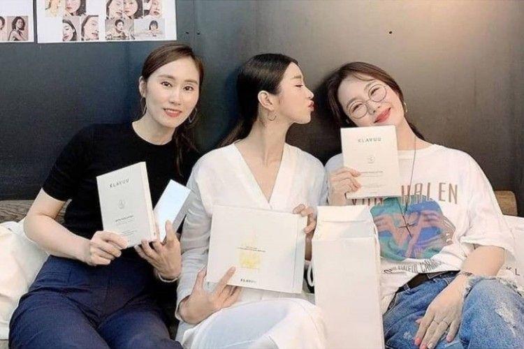 Tertuduh Bersikap Kasar, Begini Gaya Kompak Seo Ye Ji dengan Para Staf