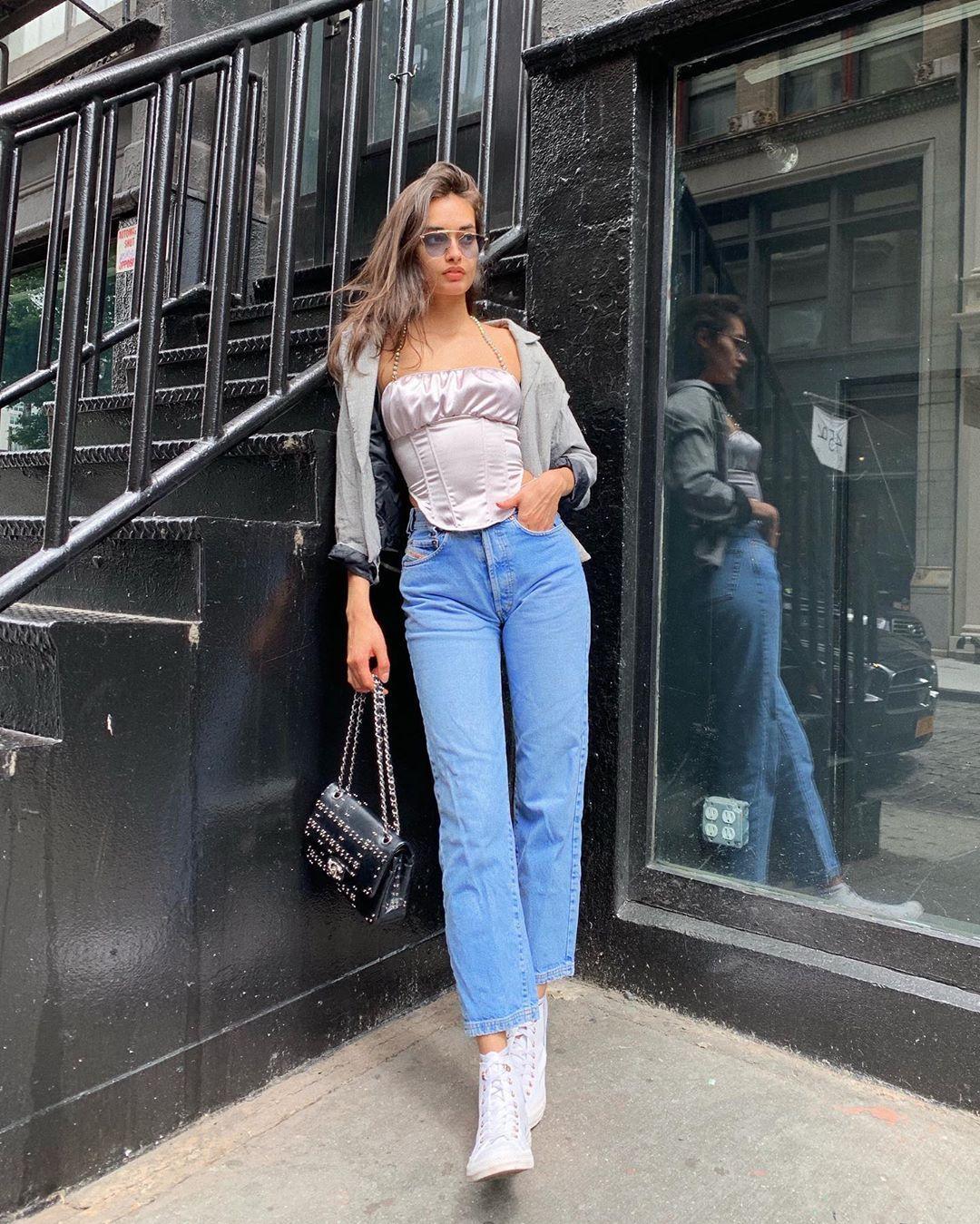 Tips OOTD Pakai Atasan Korset a La Fashionista