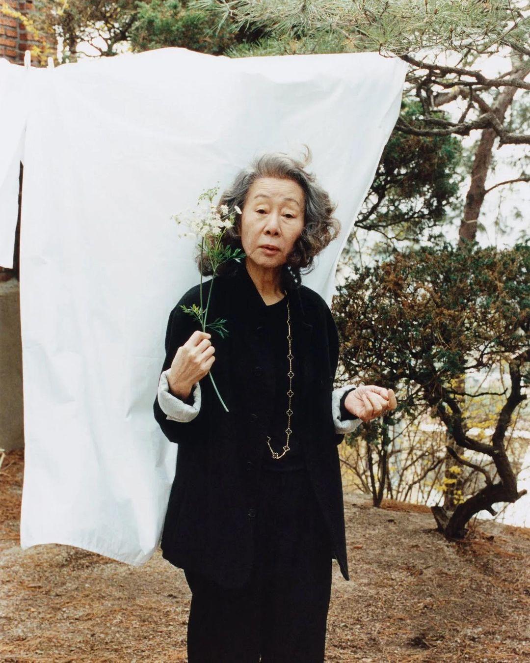 Bintangi Film Minari, Ini Gaya Modis Yuh Jung Youn  di Usia 73 Tahun