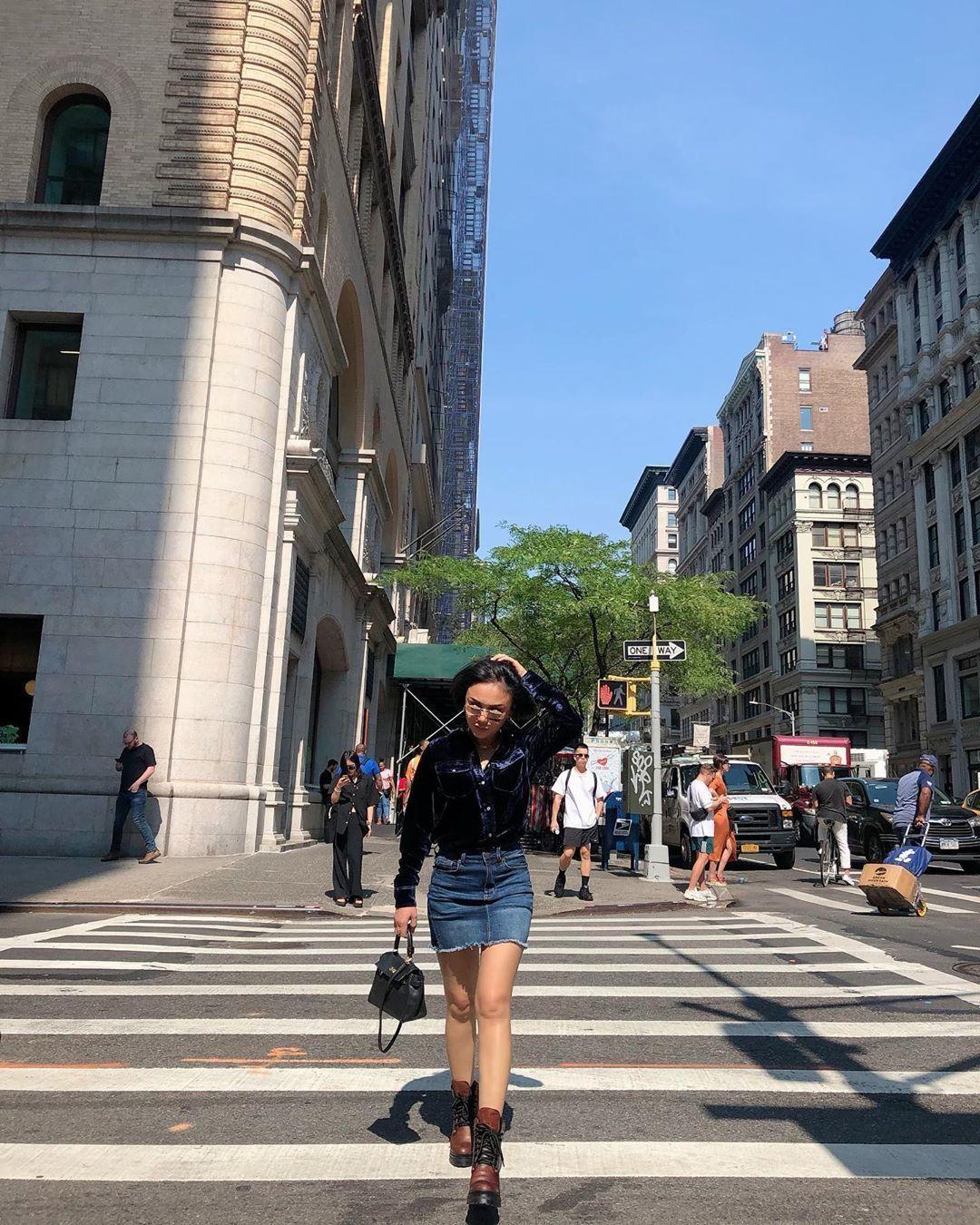 Hampir 50 Tahun, Begini Gaya Kekinian Yuni Shara di Media Sosial