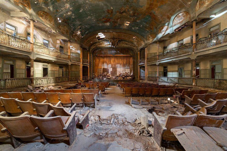 Gedung Teater Terbengkalai yang Indah dari Seluruh Dunia