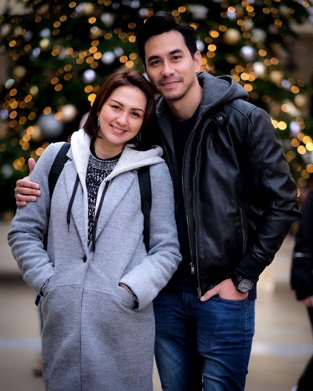 Couple Goals! 10 Potret Kisah Cinta Darius Sinathrya dan Donna Agnesia