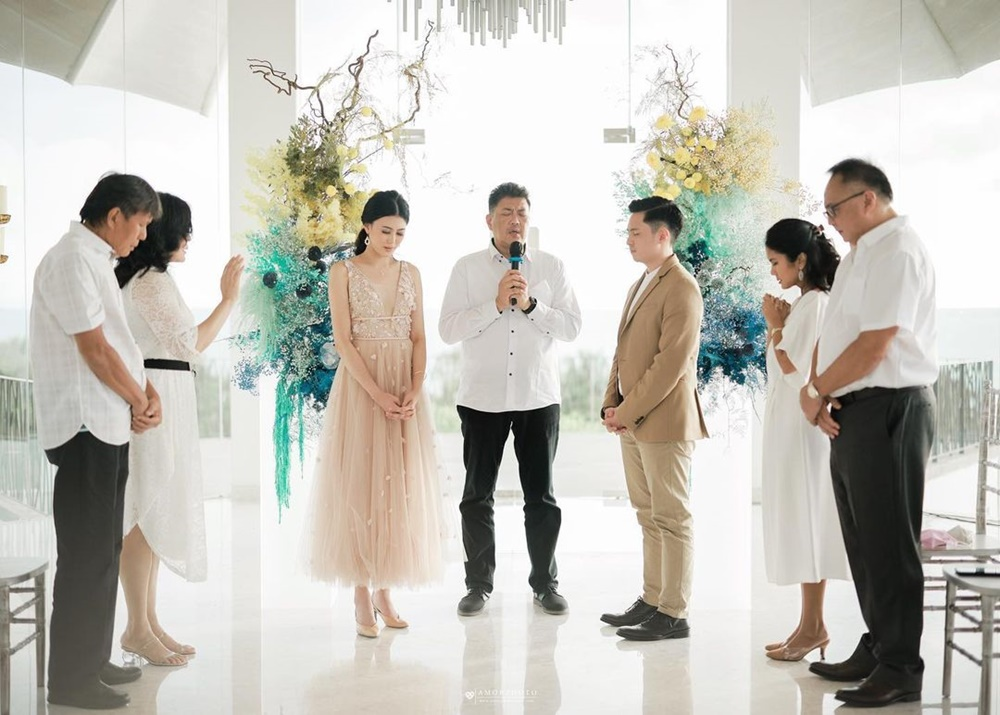 10 Momen Lamaran Miss Indonesia Natasha Mannuela di Tepi Pantai