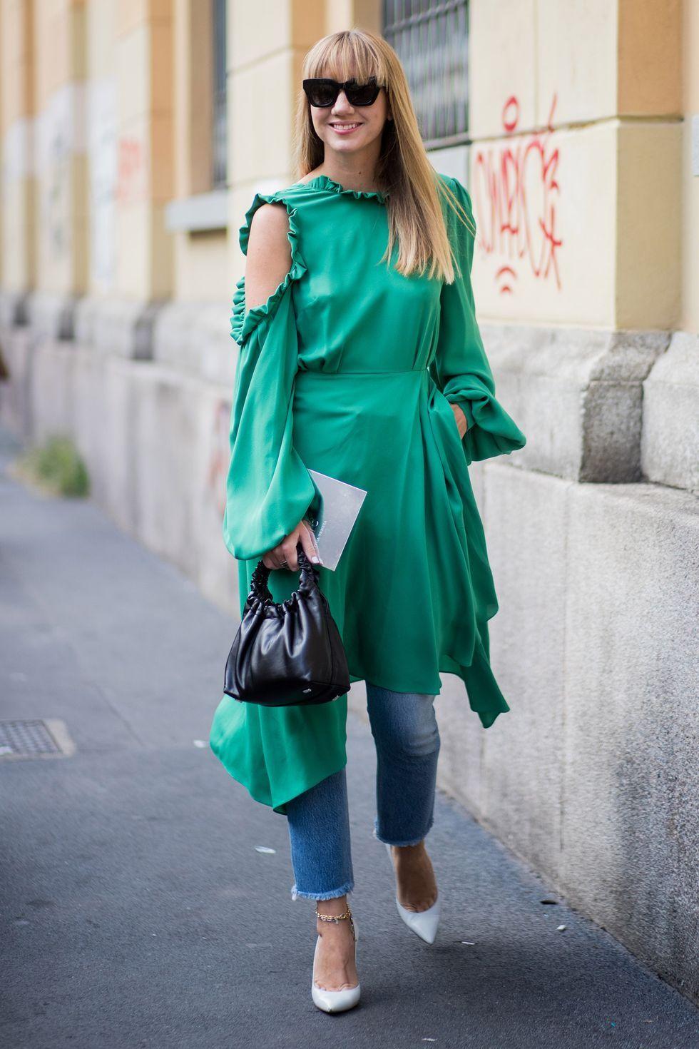 Trik Padu-padan Baju Lama dan Celana Jeans untuk Outfit Lebaran