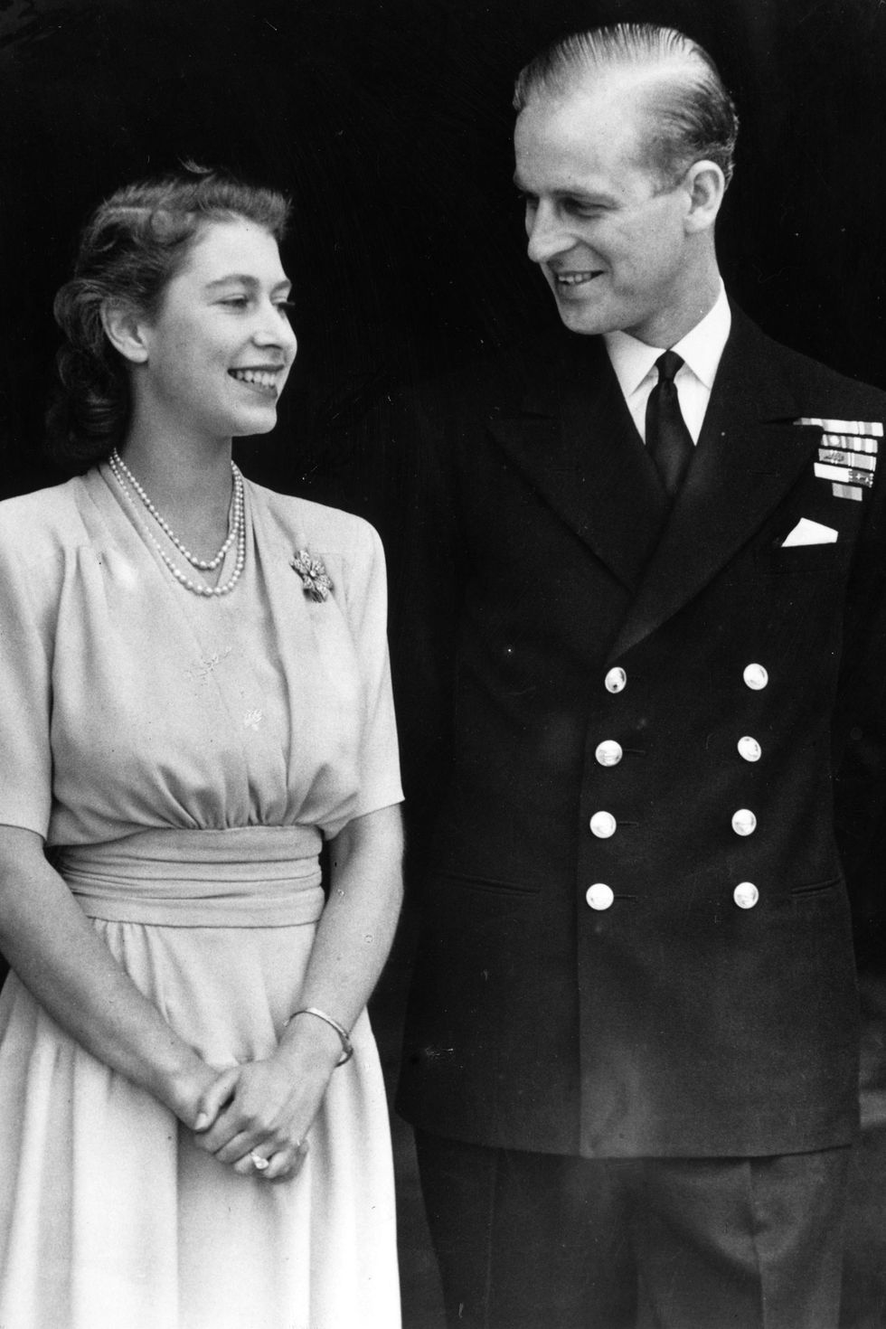 Gaya Masa Muda Ratu Elizabeth & Pangeran Philip, Bukti Couple Goals!