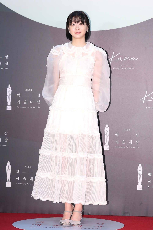 Deretan Gaya Artis Seksi yang Pernah Jadi 'Kekasih' Park Seo Joon