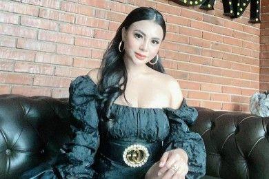 Intip Gaya SeksiTisya Erni, Model Dikabarkan 'Teman Dekat' Sule