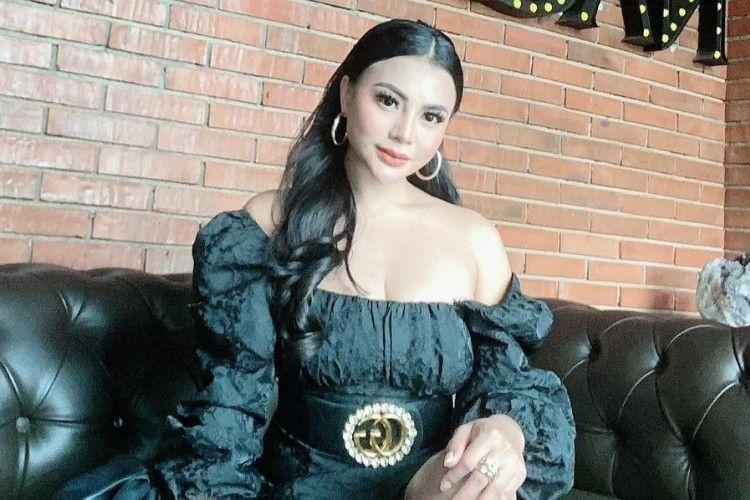 Intip Gaya SeksiTisya Erni, Model yang Dikabarkan 'Teman Dekat' Sule