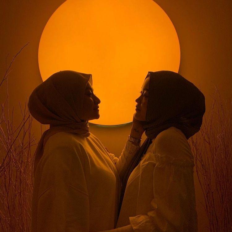 Lagi Disorot, Ini 9 Potret Kompak Nathalie Holscher dan Putri Delina
