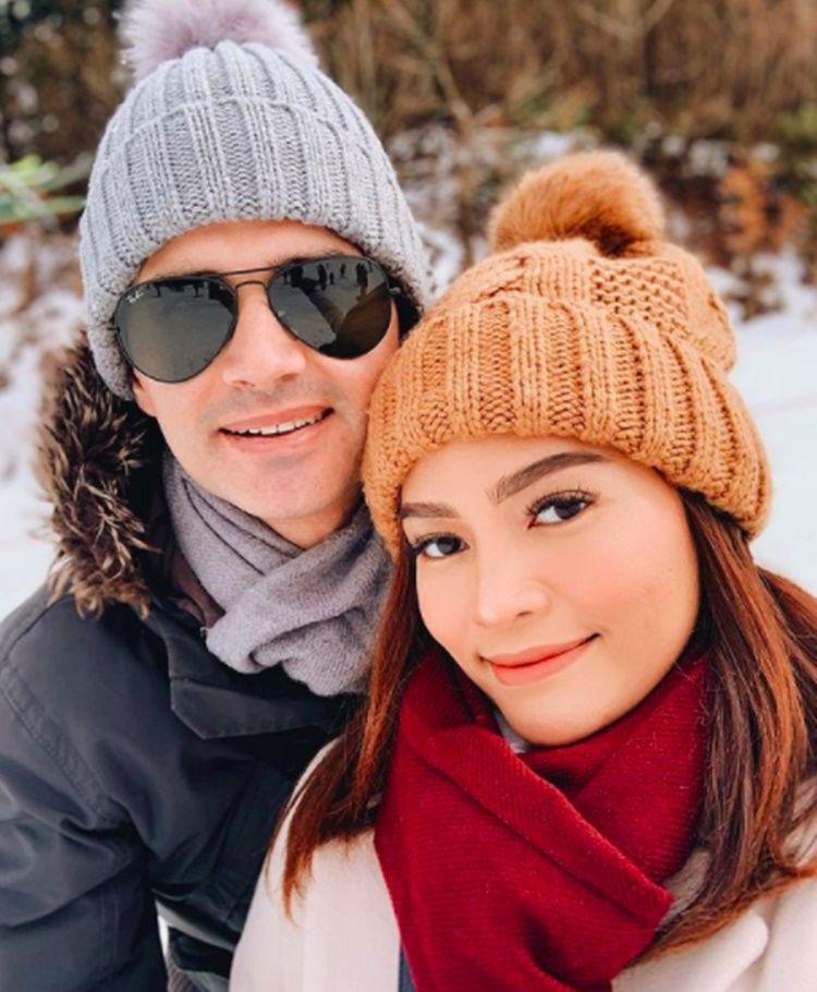 Putuskan Angkat Rahim, 10 Potret Romantis Rachel Goddard dan Suami