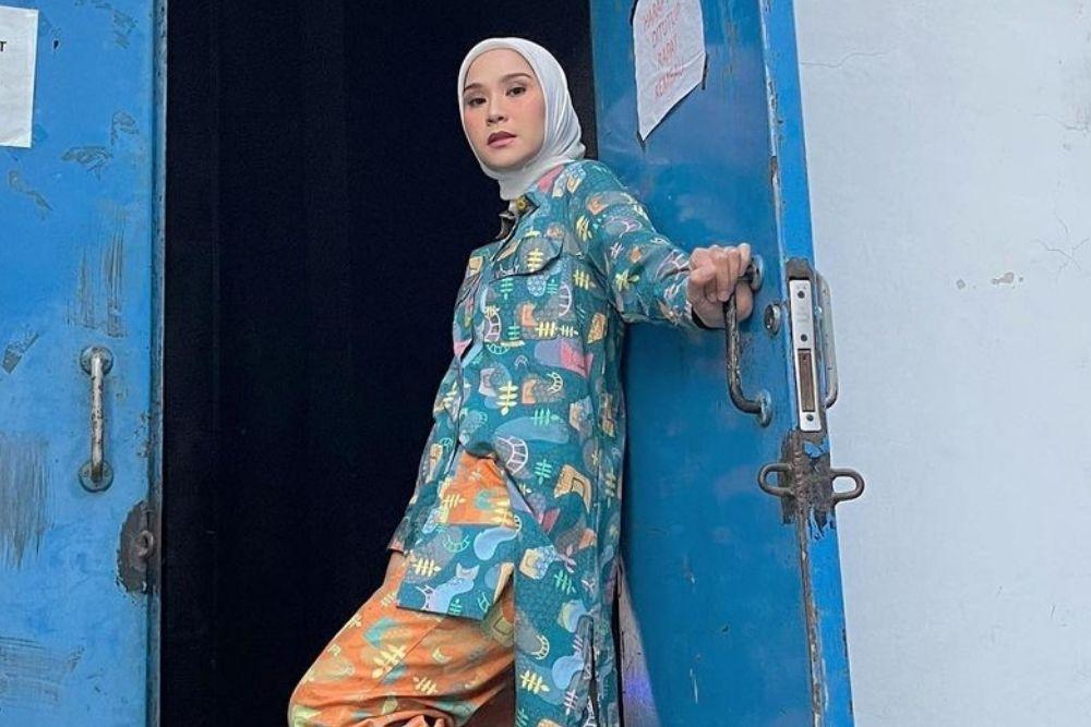 7 Potret Keren Zaskia Adya Mecca, Bagai Anak ABG!