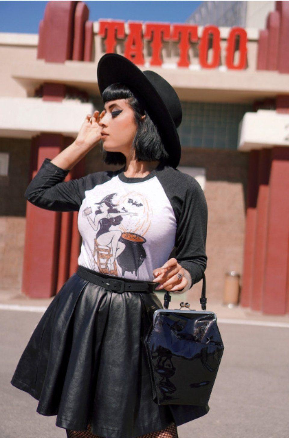 Cari Tahu Yuk Jenis dan Model Kaus Masa Kini!