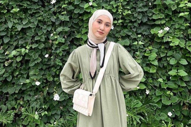 Inspirasi Padu-padan Outfit Hijab dengan Warna Hijau Pastel