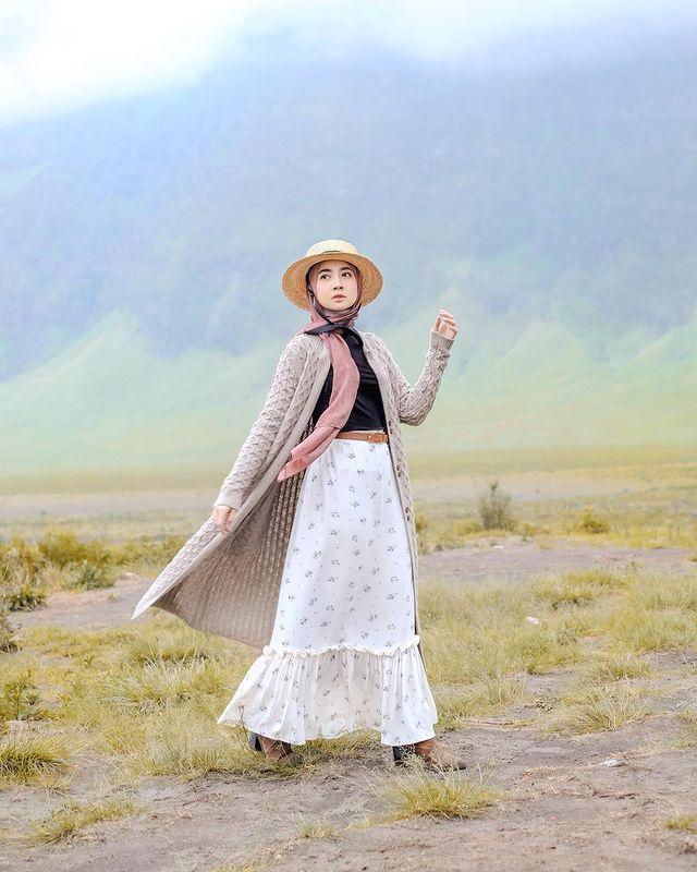 Ide Mix & Match Rok Ruffle untuk Cewek Hijabers, Manis yang Nyaman