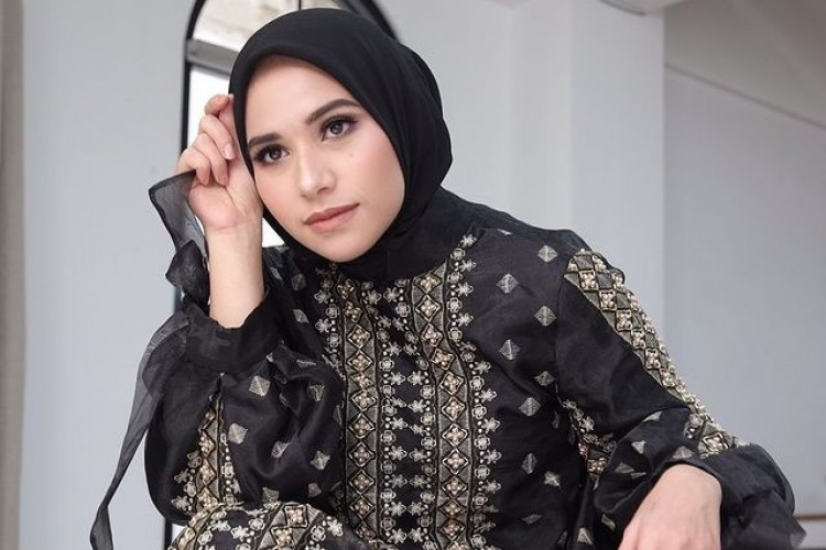 Cinta Khanaan Shamlan pada Batik hingga Menjadi Brand Identity