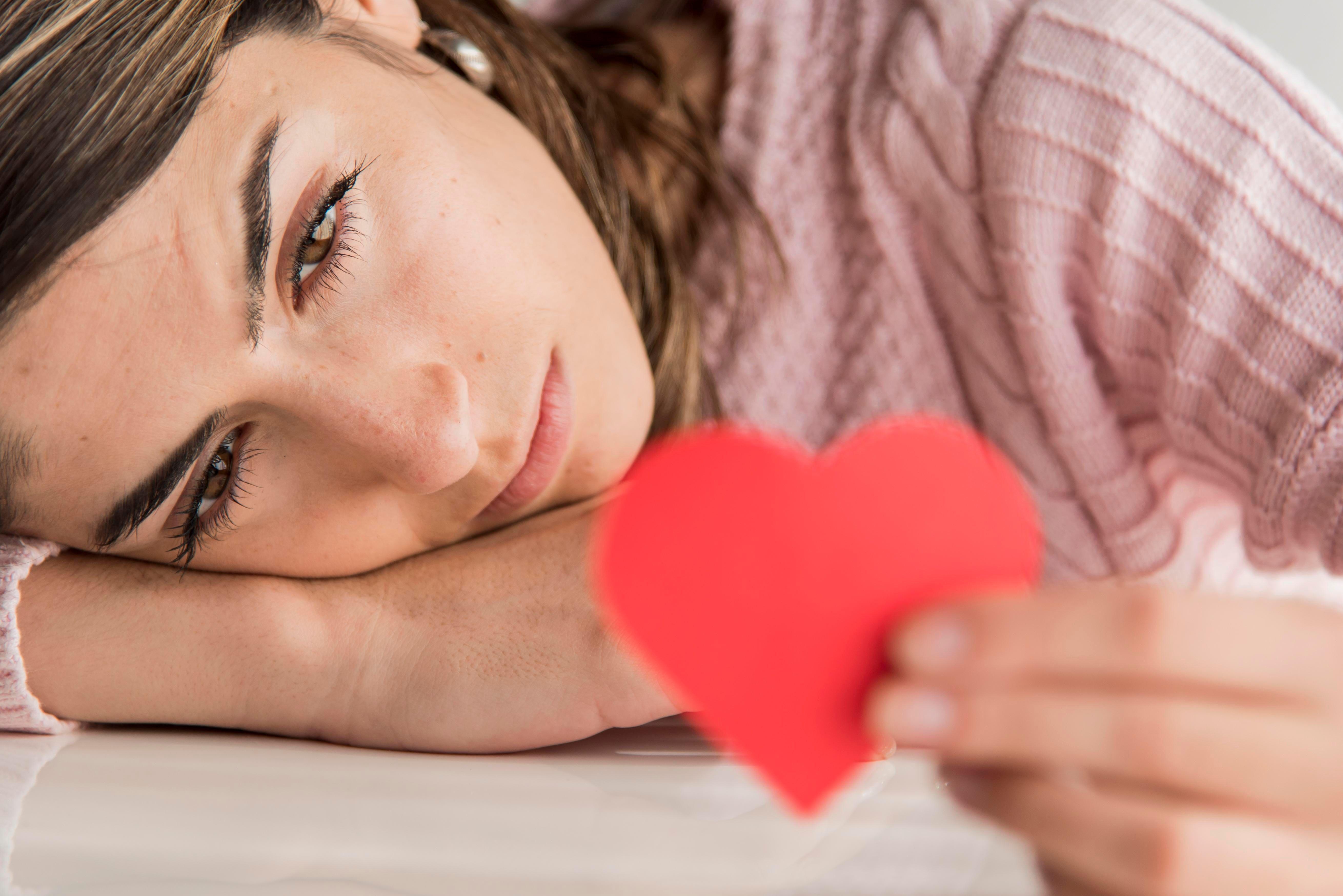 Dia Nggak Serius! Lihat 7 Tanda Jelas Cintanya Setengah Hati Padamu